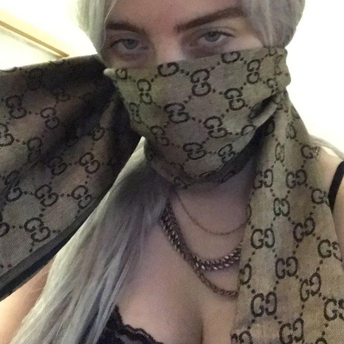 слив горячих фото Били айлиш грудь сиськи секс сосёт